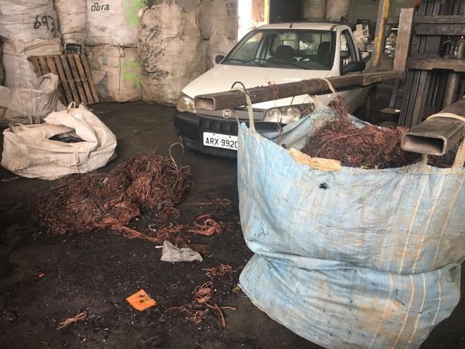 Cobre foi encontrado em galpão na Cidade Industrial de Curitiba. | Divulgação/Polícia Civil