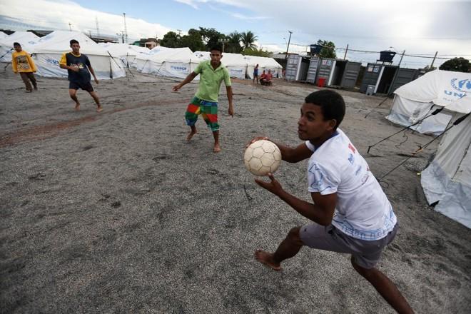 Meninos brincam em abrigo para refugiados venezuelanos em Boa Visrta   Marcelo Camargo/Agência Brasil