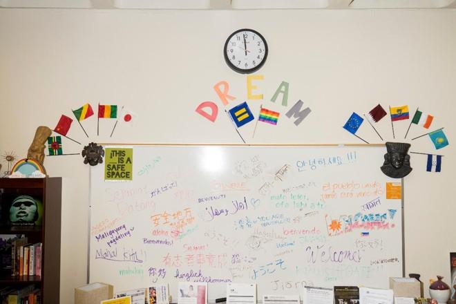 O Dream Center do Skyline College é uma das 40 unidades de ensino que apoiam estudantes sem um status legal nos EUA | JAMES TENSUAN/NYT