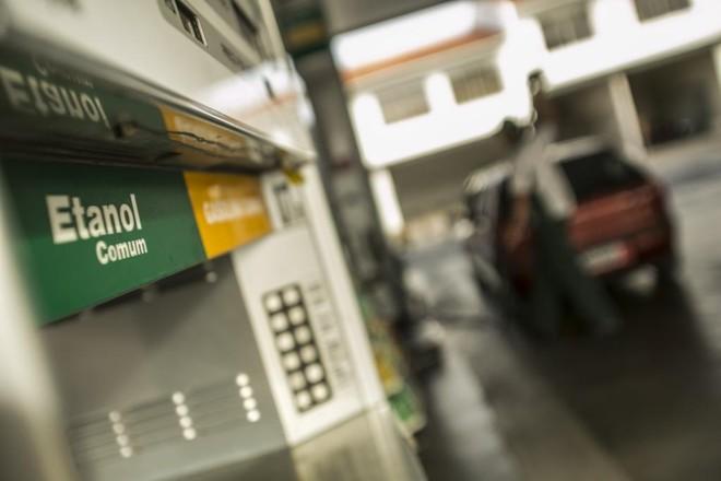 Na entressafra, o etanol sobe nos postos devido à menor oferta em relação ao período de safra.   Marcelo Andrade/Gazeta do Povo