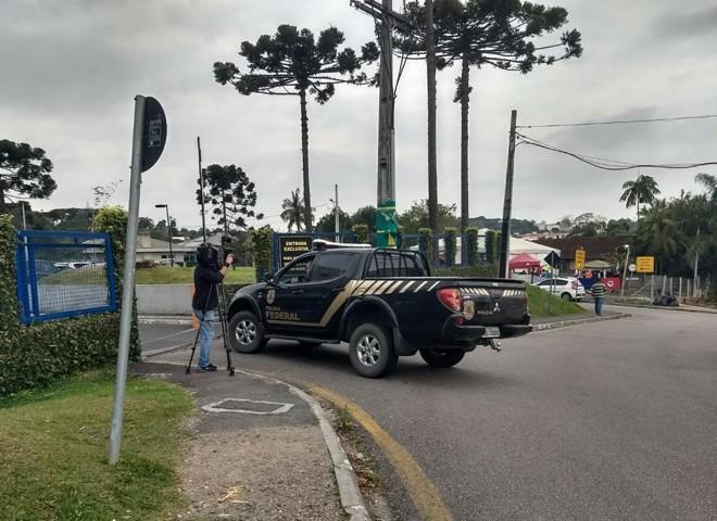 Policiais que participaram da ação voltam à sede da polícia Federal | Aniele Nascimento /Gazeta do Povo