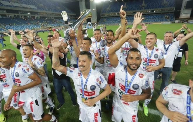 7d68a26e5 Jogadores do Operário comemoram tútulo da Série C na Arena Pantanal. Foto   José Tramontin