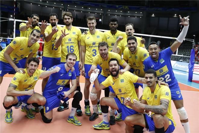 Pró-Bolsonaro: foto da seleção brasileira após a vitória sobre a França foi postada nas redes sociais.   FIVB/Divulgação