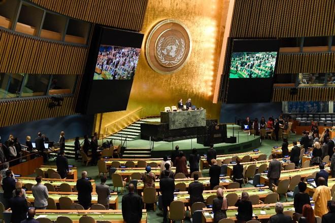 Sessões preliminares da Assembleia Geral da ONU homenagearam o ex-presidente do Vietnã Tran Dai Quang e o ex-secretário-geral Kofi Annan, recentemente falecidos   Evan Schneider/UN Photo