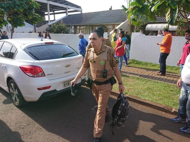 Polícia Militar deixa colégio de Medianeira com mochila de aluno que atirou em colegas | Guia Medianeira/Colaboração