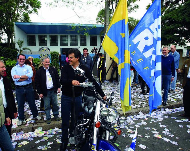 Eleição municipal em 2008: com alta popularidade, Richa vai votar de Harley-Davidso. | ArquivoGazeta do Povo