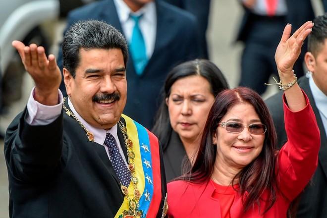 Primeira-dama venezuelana, Cília Flores, ao lado do ditador Nicolás Maduro | JUAN BARRETO/AFP