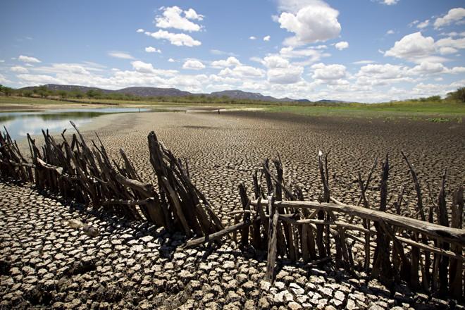 Com o clima mais quente, a área em condições de seca extrema pode alcançar metade da região. | Alexandre Mazzo/Gazeta do Povo