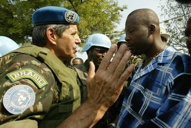 General Augusto Heleno durante a coordenação de tropas da equipe da ONU no Haiti.   DM/DANIEL MOREL