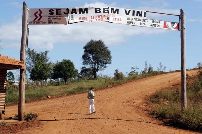 Entrada do assentamento Ireno Alves dos Santos, em Rio Bonito do Iguaçu, o maior da América Latina. Foto de 2006 | Arquivo/Gazeta do Povo