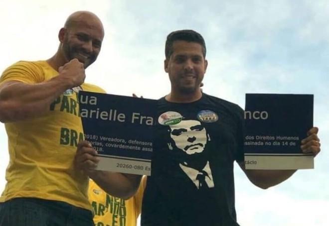 Imagem de Daniel Silveira e Rodrigo Amorim com a placa quebrada viralizou nas redes sociais após ser publicada. | Reprodução/ Instagram