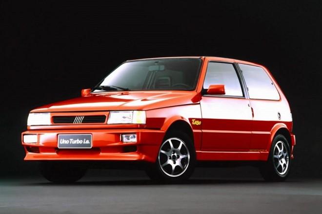 O Uno Turbo foi produzido no Brasil entre 1994 e 1996, vendendo quase 2 mil unidades. | Fiat / Divulgação