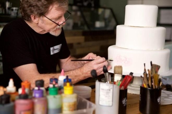 Absolvido pela Suprema Corte dos EUA por se recursar a fazer um bolo para um casamento entre dois homens, Jack Phillips enfrenta agora um novo processo. | Bruce Ellefson / AFP