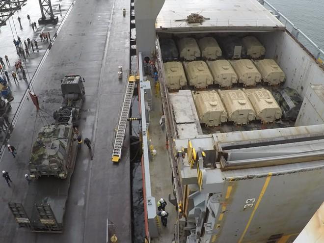 Tanques doados pelos Estados Unidos desembarcaram no Porto de Paranaguá quarta-feira (3). | 5ª Região Miilitar do Exército /