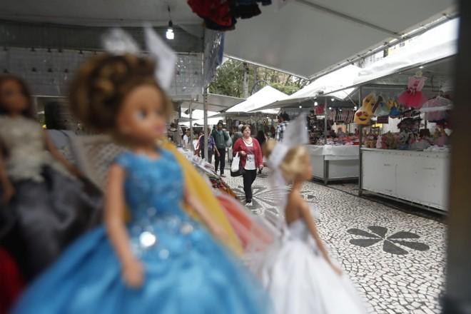 Feira da Primavera na Praça Osório é uma opção para presentes do Dia da Criança ou um lanche . | /