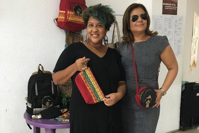 Laina Crisóstomo e Karol Carvalho, voluntárias do coletivo Tamo Juntas | Arquivo pessoal