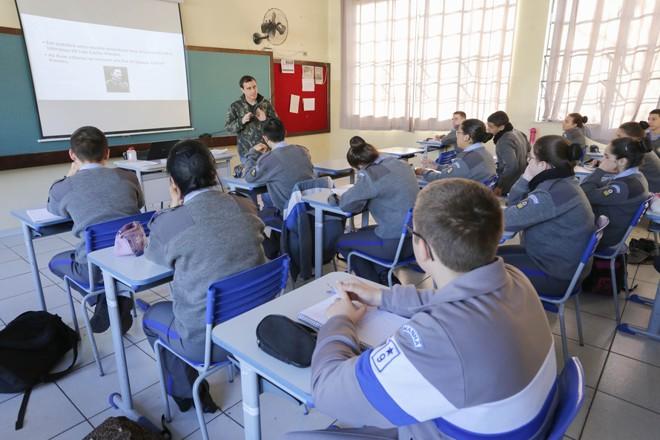 Curitiba e Londrina  têm  colégios da PM. | Arnaldo Alves/ANPR