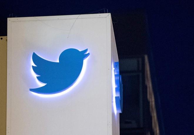 Logo do Twitter na fachada da sede da companhia, em SãoFrancisco. | JOSH EDELSON/AFP