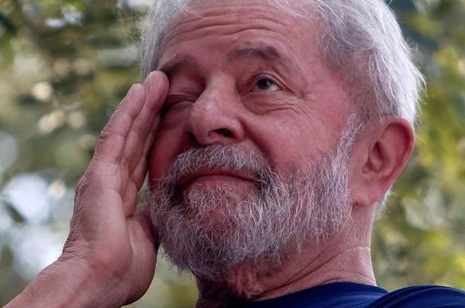 Imagem de Lula, no dia em que foi preso, em 7 de abril | Miguel Schincariol/AFP