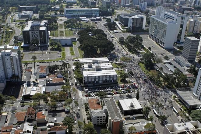 Vista aérea do Centro Cívico, onde estão as sedes dos três poderes estaduais: jogo político mudou de mãos. | Arquivo/Gazeta do Povo