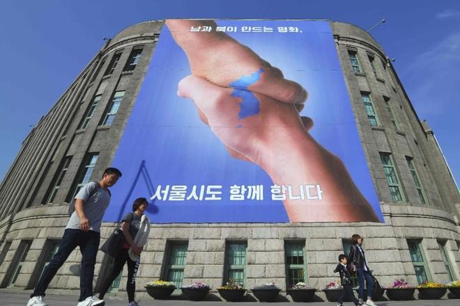 Assistindo à reaproximação de Pyongyang com Seul e Washington, Lee revelou que ainda tem esperança de que a unificação aconteça | JUNG YEON-JE/AFP