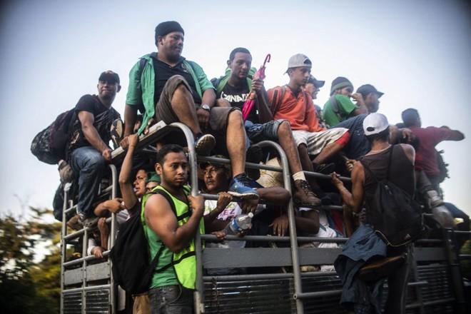 Hondurenhos seguem em caravana em direção à fronteira entre o México e os Estados Unidos | PEDRO PARDO/AFP