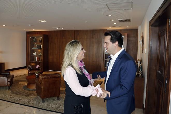 Cida Borghetti e Ratinho Junior no primeiro encontro após a eleição do candidato do PSD para o governo do Paraná. | Jonas Oliveira/AEN-PR