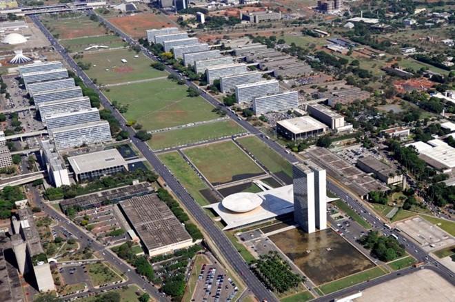A Esplanada dos Ministérios, em Brasília: número de pastas vai cair de 29 para 15 no novo governo. | Geraldo Magela/Agência Senado