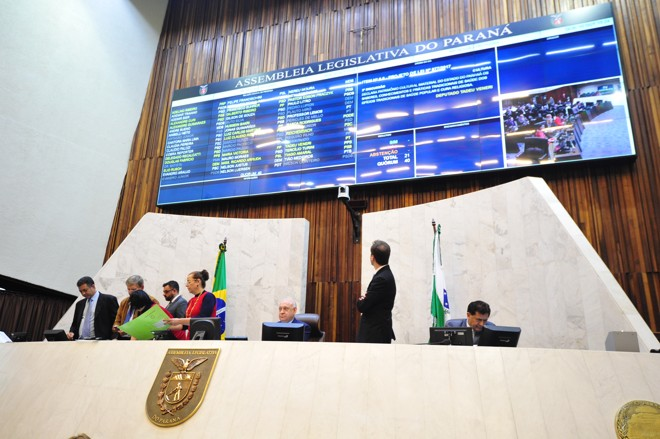 Mesa Executiva da Assembleia: presidente hoje é Ademar Traiano (ao centro, sentado). | Sandro Nascimento/Alep/