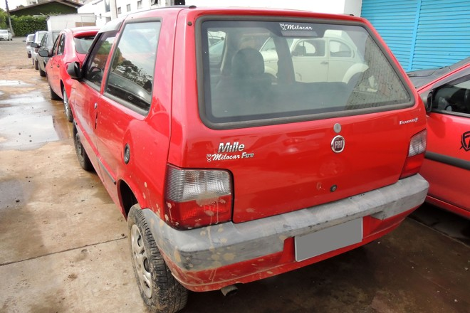 Fiat Uno que vale R$ 18 mil tem R$ 77,7 mil em multas e impostos atrasados. | Valdecir Galor/SMCS