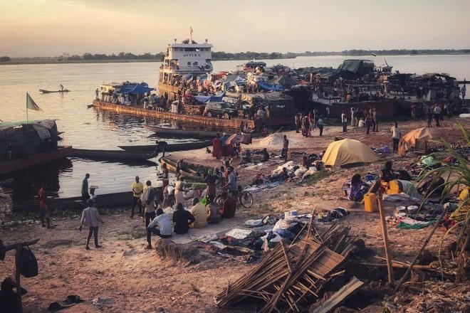 Mbandaka é uma cidade de quase 1,2 milhões de habitantes ao longo das margens dos rios Congo e Ruki | Max Bearak/ The Washington Post