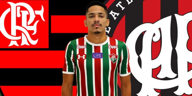 Gilberto entre o Flamengo e o Atlético-PR. | /