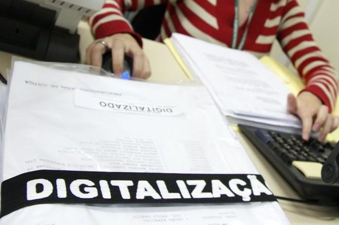 Digitalização de processos vai despender mais tempo e recursos  – só não está claro ainda de quem. | Marco Andre Lima/Gazeta do Povo/ Arquivo