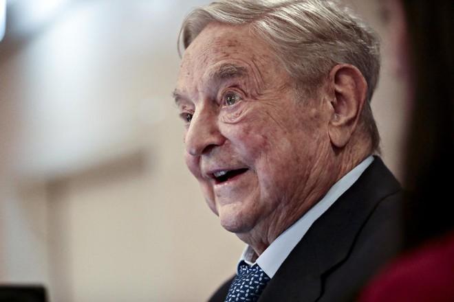 O filantropo George Soros pediu que o Facebook iniciasse uma investigação interna independente de seu trabalho de relações públicas e lobby | Simon Dawson /Bloomberg