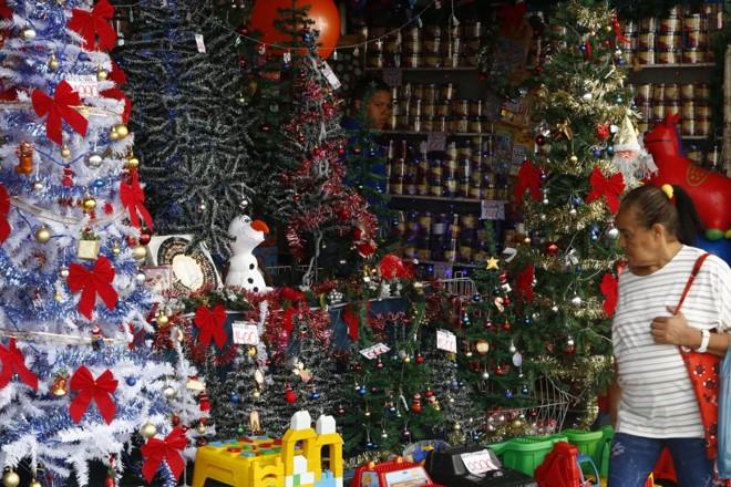 Lojas de rua de Curitiba fecharão mais tarde até o dia 24 de dezembro | Aniele Nascimento/Gazeta do Povo