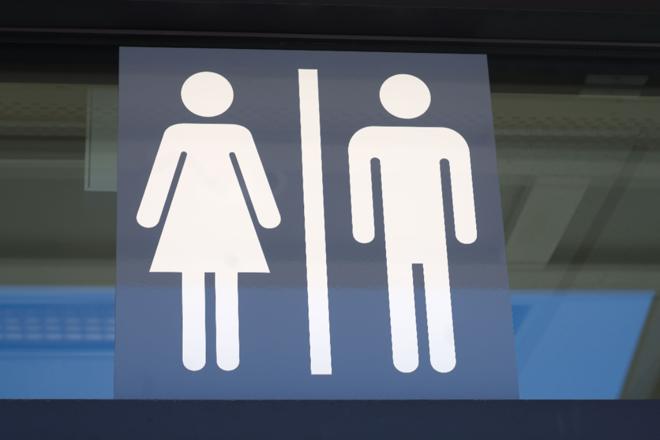 Após denúncia dos pais, o conselho tutelar visitou a escola e constatou que havia um banheiro único para meninos e meninas, apesar de o projeto inicial da instituição apresentar banheiros separados. | Bigstock.