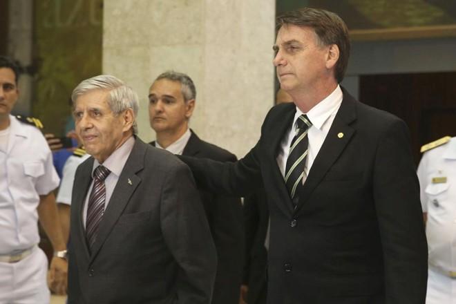 General Augusto Heleno trocou o ministério da Defesa pelo Gabinete de Segurança Institucional, como queria Bolsonaro | Valter Campanato/Agência Brasil