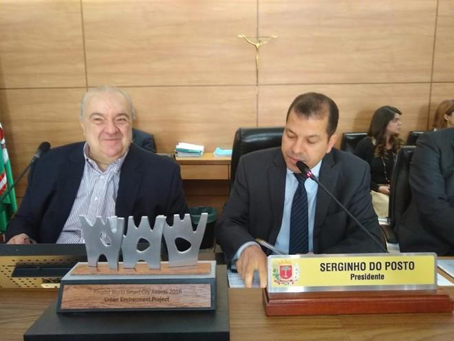 Rafael Greca ao lado de Serginho do Posto, presidente da Câmara Municipal de Curitiba. | Divulgação/CMC