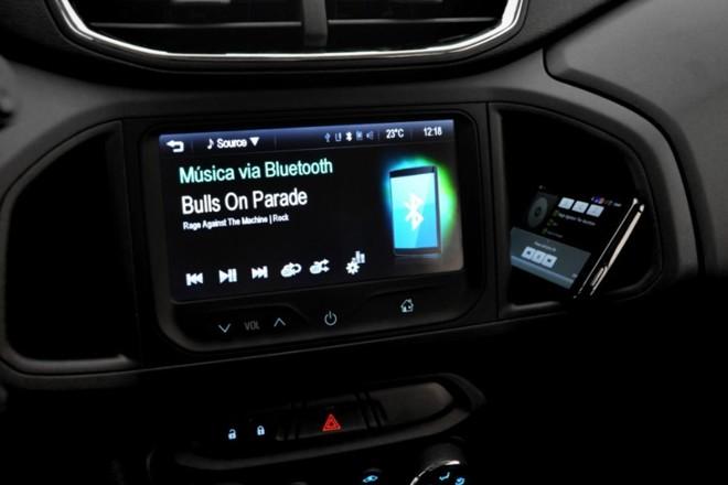 Com a adoção das centrais multimídias, ouvir música no carro ficou tão automático quanto acelerar. | Chevrolet / Divulgação