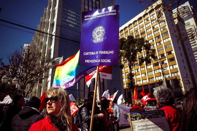 Manifesto contra a reforma trabalhista realizado na frenta da FIEP | André RodriguesGazeta do Povo