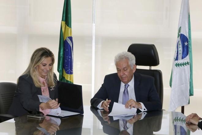 A governadora Cida Borghetti e o presidente do TJ-PR, Renato Bettega. Foto: Jonas Oliveira/AEN/ Divulgação |
