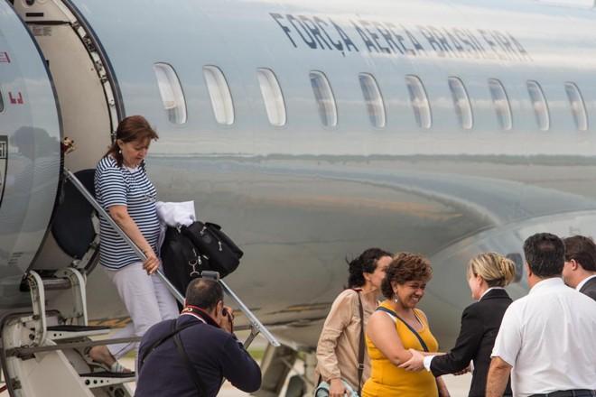Médicos cubanos durante chegada ao Brasil, em 2013 | Brunno Covello/Arquivo Gazeta do Povo