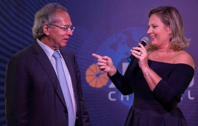 Joice Hasselmann, durante entrevista com o futuro ministro da Economia, Paulo Guedes | Facebook/Joice Hasselmann