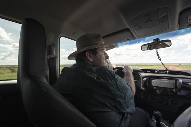 Rodrigo Rigon é gerente de uma fazenda que cultiva 12 mil hectares de soja e 4 mil de algodão ainda na safra de verão: algodão tem mostrado alta rentabilidade e justifica a produção na primeira e segunda safra. | Fernando Zequinão/Gazeta do Povo