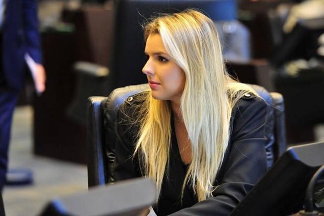 Luísa Canziani foi eleita a deputada federal mais jovem do país em outubro. Ela tem apenas 22 anos   Reprodução/Facebook