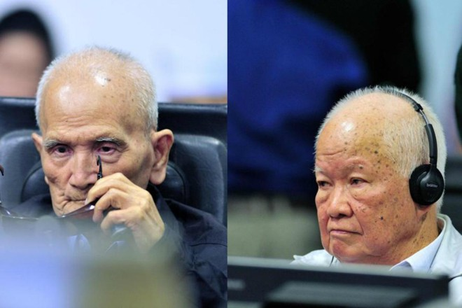 Ex-líderes do Khmer Vermelho, Nuon Chea (esquerda) eKhieu Samphan, durante o julgamento emPhnom Penh, Camboja | Mark PetersAFP