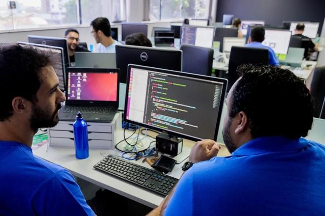 Funcionários  da Arquivei no escritório da empresa em São Carlos (SP). | Arquivei/Divulgação