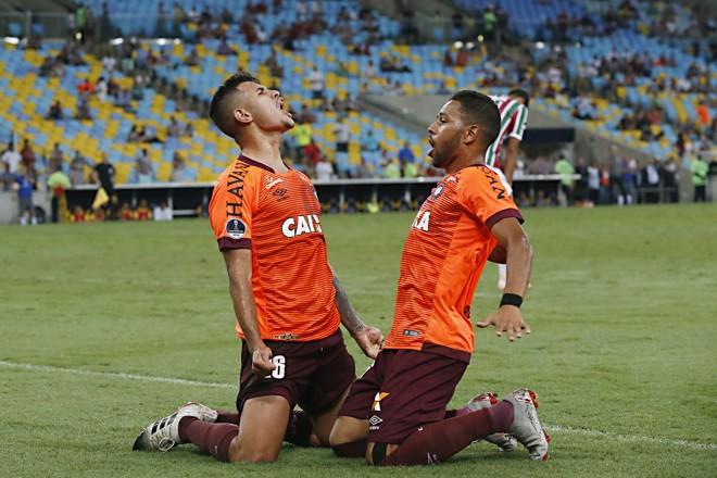 Bruno Guimarães e Renan Lodi, do Atlético. | Albari Rosa/Gazeta do Povo