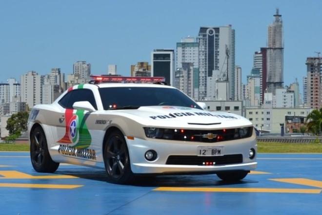 Chevrolet Camaro foi todo personalizado com as cores e adesivos da polícia catarinense, com direito até a giroflex. | PMSC/ Divulgação