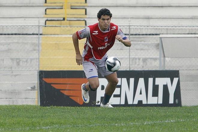 Fabrício em treinamento no Paraná Clube, em 2008: defensor está na mira doCoritiba para 2019 | VALTERCI SANTOS/VALTERCI SANTOS